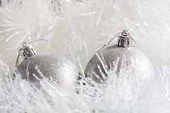 Zilveren Kerstmisornamenten Stock Foto's