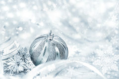 Zilveren Kerstmissnuisterij op abstracte achtergrond Royalty-vrije Stock Fotografie