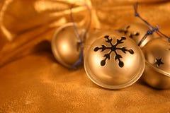 Zilveren Klokken op Goud Royalty-vrije Stock Afbeelding