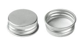 Zilveren kroonkurk die op witte achtergrond wordt ge?soleerd Groep drankdeksel voor uw ontwerp Knippende wegen stock fotografie