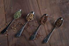 Zilveren Lepels met Kruiden Royalty-vrije Stock Foto