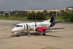 Zilveren Luchtroutes regionale vlucht stock afbeeldingen