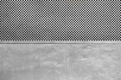 Zilveren metaalplaat met vele kleine cirkelgaten Stock Fotografie