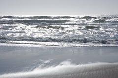 Zilveren oceaangolven Royalty-vrije Stock Afbeelding