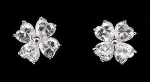 Zilveren oorringen met diamanten Royalty-vrije Stock Afbeeldingen