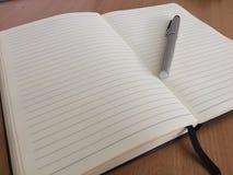 Zilveren pen en nota's 03 Stock Fotografie