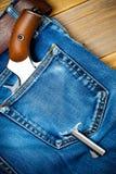Zilveren revolver nagant met bruin handvat in de zak Royalty-vrije Stock Foto