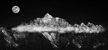 Zilveren riem of sneeuwberg stock fotografie