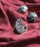 Zilveren ring en oorringen stock afbeelding