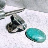 Zilveren ring klaar voor het plaatsen Stock Afbeeldingen