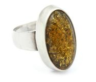 Zilveren ring met amber Stock Afbeelding