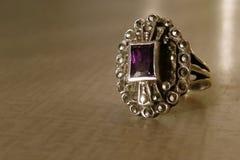 Zilveren ring met amethist Stock Foto