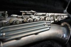 Zilveren Saxofoon in zijn geval Stock Afbeelding