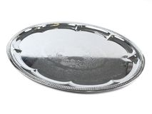 Zilveren schotel op witte backround Royalty-vrije Stock Afbeeldingen