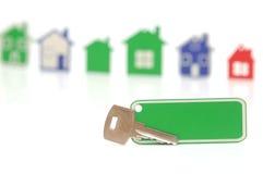 Zilveren sleutel met leeg etiket Stock Foto's