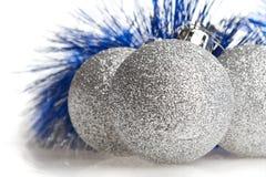 Zilveren spangled ballen stock foto's
