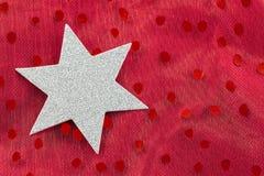 Zilveren ster op rode achtergrond Stock Fotografie