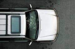 Zilveren SUV van hierboven Royalty-vrije Stock Afbeeldingen