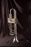 Zilveren trompet op Zwarte royalty-vrije stock fotografie