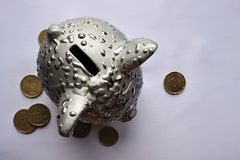 Zilveren varken en eurocenten royalty-vrije stock foto's
