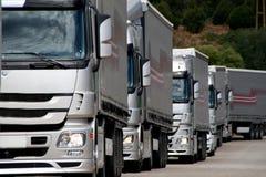 Zilveren vrachtwagens Stock Foto