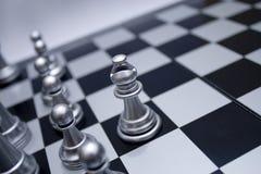 Zilveren witte schaakbischop Stock Foto's