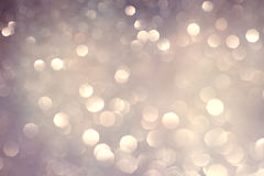 Zilveren witte schitterende Kerstmislichten Vage abstracte vakantieachtergrond Royalty-vrije Stock Fotografie