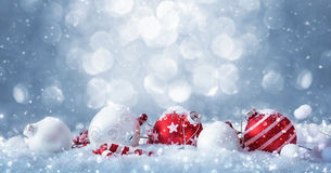 Zim dekoracje z iskrzastym śniegiem Fotografia Stock