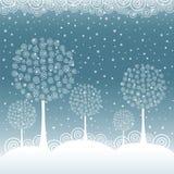 Zim drzewa na Bożenarodzeniowym pocztówkowym tle Zdjęcia Stock