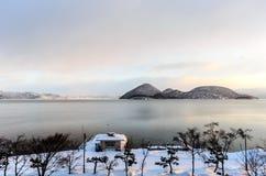 Zima, Śnieżna scena, jezioro, w Japonia Zdjęcia Stock