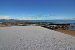 Zima śnieg na Dornoch plaży Fotografia Stock