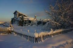 Zima, śnieg, oszronieje Śnieżne świerczyny Magiczna zima lasu zima Obraz Royalty Free