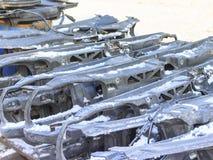 Zima śnieg samochody rozmontowywający kawałki jako projektant, dużo otrzymywają drugi życie, niektóre iść dla przetwarzać fotografia royalty free