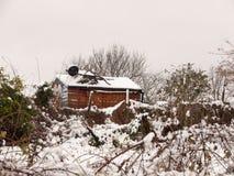 zima śnieg zakrywał outside kraju pola sceny jatę zakrywającą Dec Zdjęcie Royalty Free