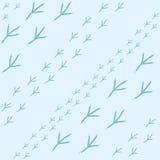 Zima bezszwowy wzór z ptasimi odciskami stopy na błękitnym śnieżnym tle Obrazy Royalty Free