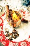 Zima czas: gorący wino z pikantność Zdjęcia Royalty Free