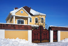 Zima dzień, dom Zdjęcia Royalty Free