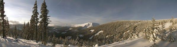 Zima dzień w górach zdjęcia royalty free