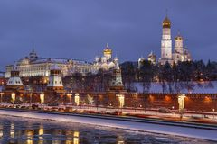 Zima evening Moskwa, przegapiający Kremlin i Moskwa rzekę Fotografia Stock