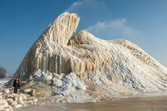 Zima gejzer na szlamów polach w porównaniu z niewiadomą chłopiec Obraz Royalty Free