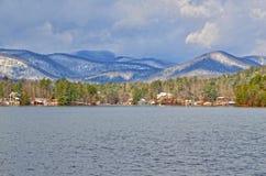 Zima jeziora krajobraz z śniegiem Obraz Stock