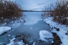 Zima jezioro po zmierzch lodowej wody Obraz Royalty Free
