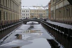 Zima kanał i 2nd zima most w Petersburg Fotografia Royalty Free