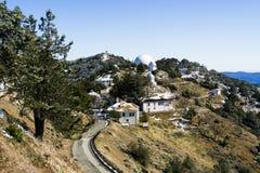 Zima krajobraz przy liźnięcie Obserwatorskim kompleksem na górze Mt Hamilton, San Jose obrazy royalty free
