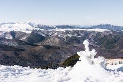 Zima krajobraz w Ciucas górach, Rumunia zdjęcia stock