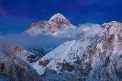 Zima krajobraz w Juliańskich Alps, Triglav park narodowy, Slovenia, Europa w Juliańskich Alps jesień Święta tła blisko czerwony c zdjęcie stock