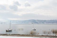Zima krajobraz w Vegoritis jeziorze zdjęcie stock