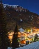 Zima krajobraz wioska w górach fotografia stock