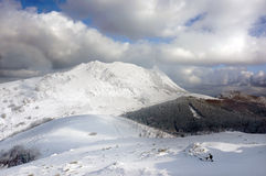 Zima krajobraz z śnieżnymi górami Obraz Royalty Free