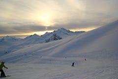 Zima krajobraz z śniegi zakrywającymi szczytami Kaukaz góry, widok od Elbrus góry Obrazy Stock